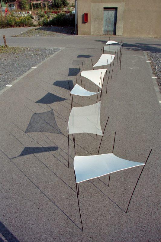 """Installation """"Weiße Trapeze"""""""