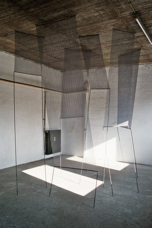 "Installation ""Grauer Chiffon"""